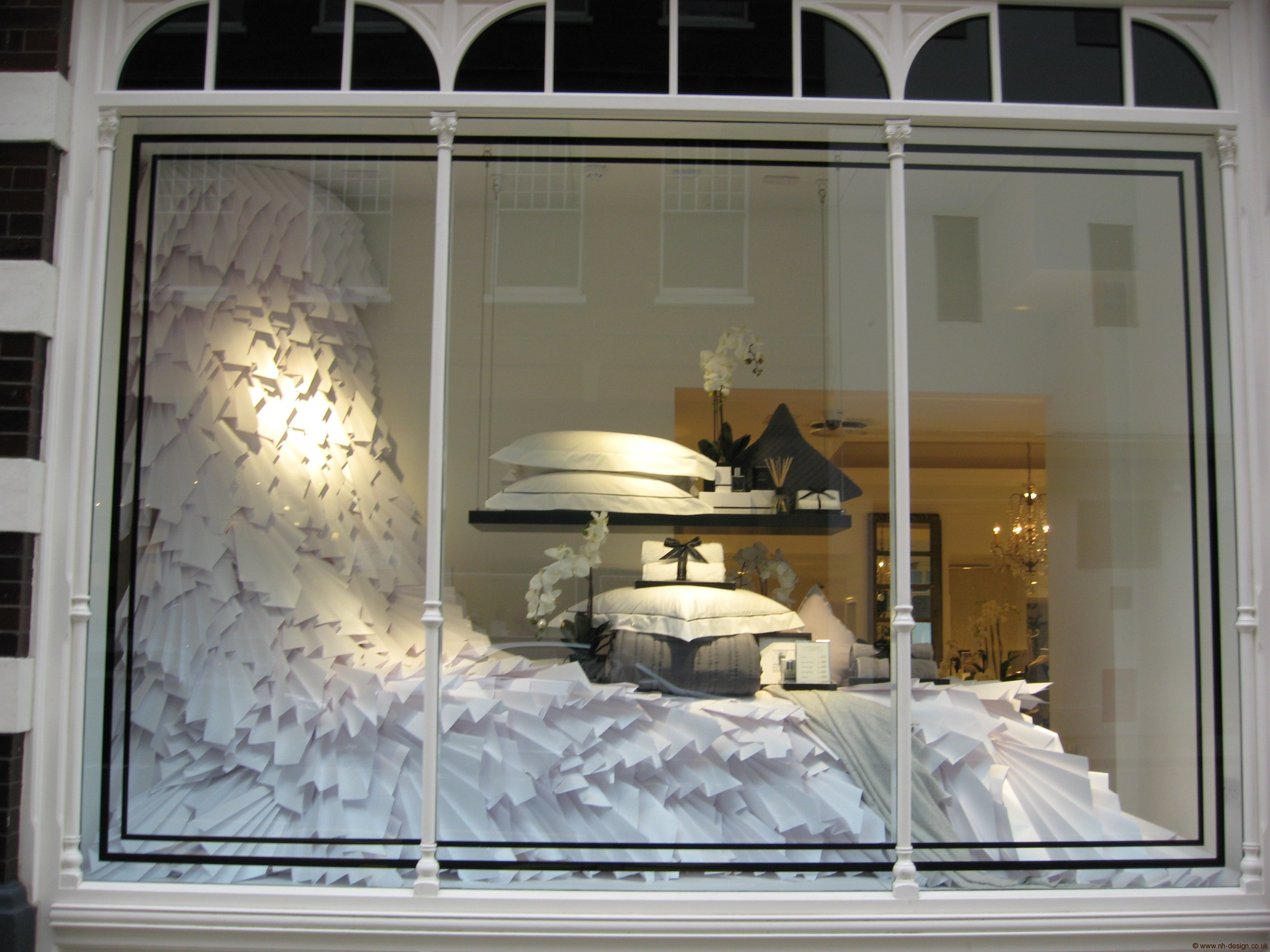 White company window nicky haslam design for Show window designs